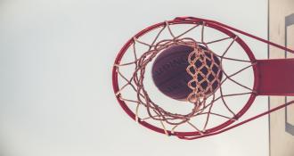 Ein Bild von einem Basketballkorb